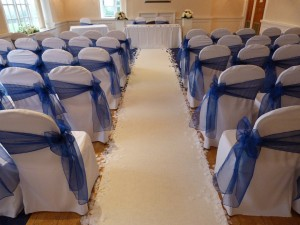 aisle-carpet-and-linen-chair-covers